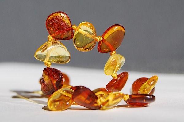 collier d'ambre pour les bébés